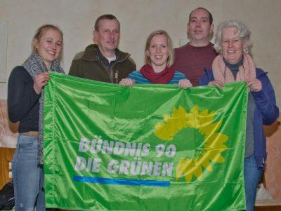 Der Vorstand des Ortsverbandes Bocholt trifft sich beim Grünen Stammtisch und redet mit Gästen über kommunale und überregionale Politik.